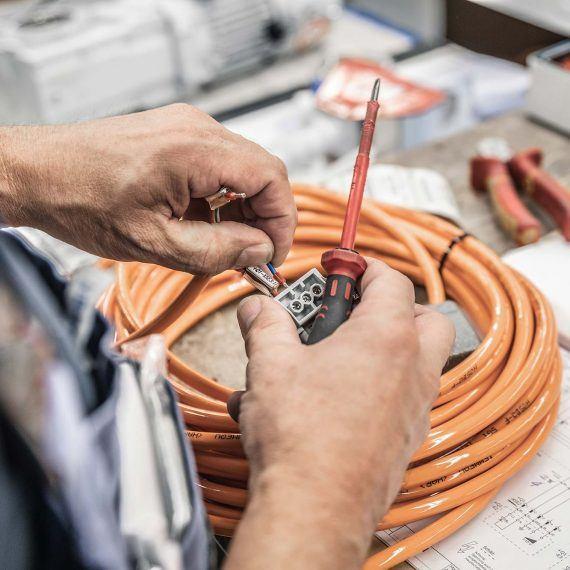 Elektroinstallation für Maschinenverkleidung